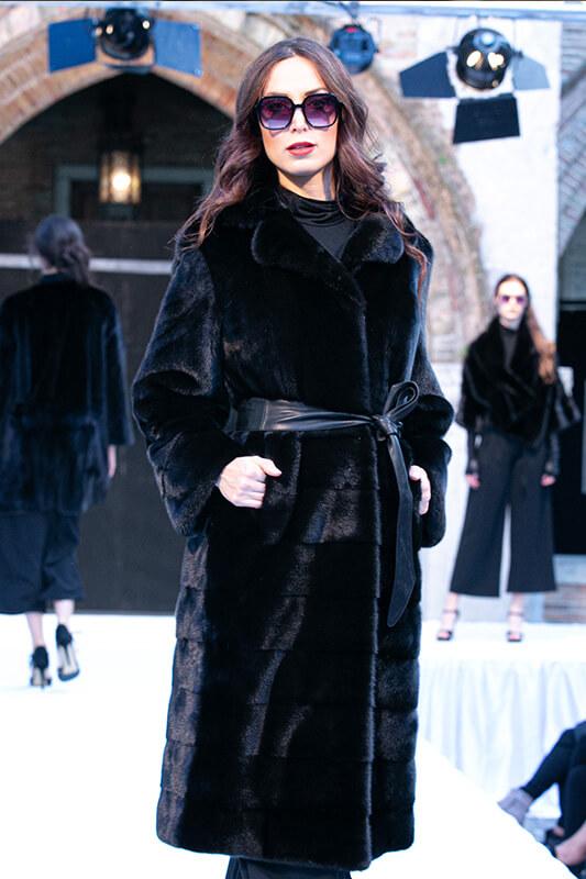 Fashion Sfilata Moda Visone Cappotto | Nicola Pelliccerie