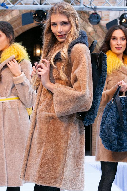Moda Montone Beige Blu Giallo | Nicola Pelliccerie