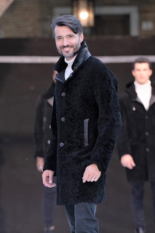 Sfilata Moda Uomo Pelliccia Agnello Montone Nero | Nicola Pelliccerie