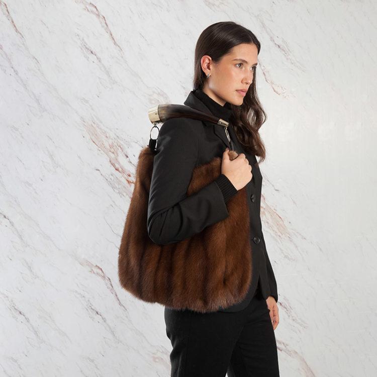 Borse a spalla pelliccia marrone visone vintage con corno | Nicola Pelliccerie