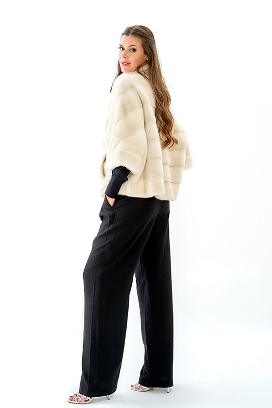Giacca mantella visone bianco perla naturale orizzontale | Nicola Pelliccerie