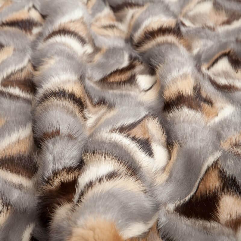 Plaid pelliccia divano pelle bianca grigia | Nicola Pelliccerie